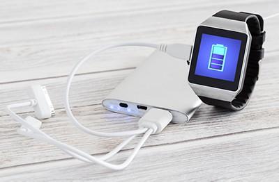 Charging smartwatch battery